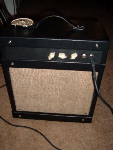 This is the original 6DG6GT tube amp that I built. It's electronic design is exact of the GMOON Instructable.